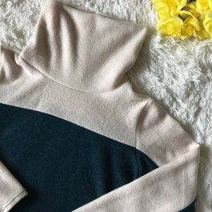NWT 143 Story By Line Up Turtle Neck Sweater